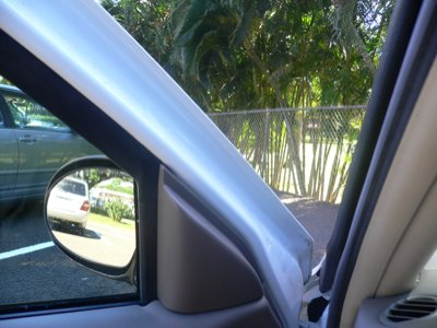 ドア付近アップ。日本車ならゴムとかもっと付いてる。